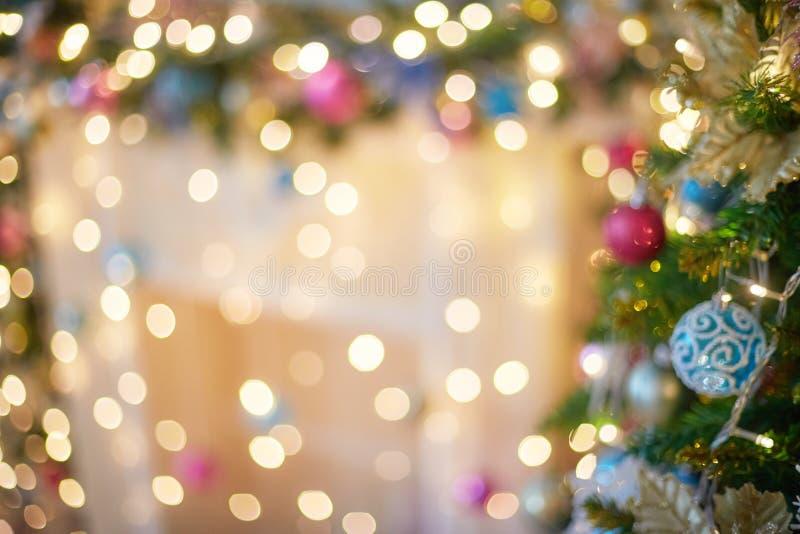 Bokeh vago della luce della ghirlanda Modello della sfuocatura di Natale, fondo defocused immagini stock