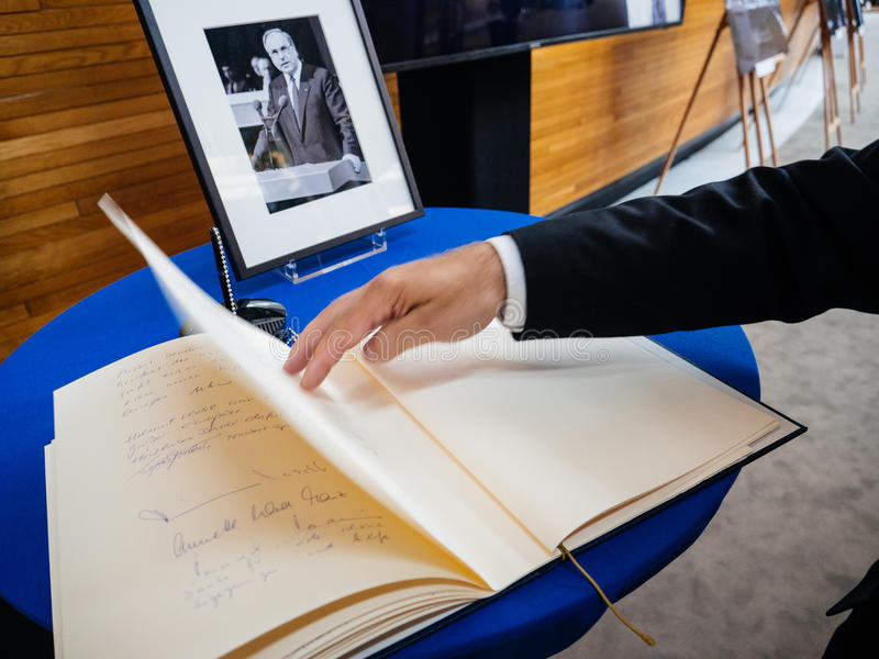 Boken av condoleances för Helmut Kohl på Europaparlamentet arkivfoto