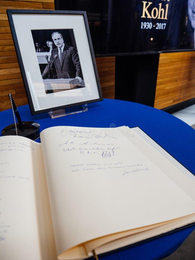 Boken av condoleances för Helmut Kohl på Europaparlamentet royaltyfri foto