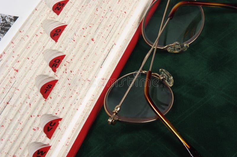 Download Bokkant arkivfoto. Bild av arkiv, forskning, glasögon, ordbok - 36300