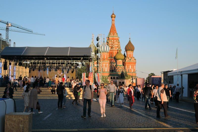 Bokmarknaden f?r r?d fyrkant i Moskva royaltyfri foto
