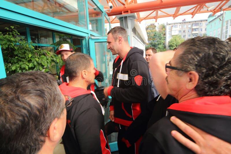 Bokser Vitali Klitschko vóór de strijd met Manuel Charr royalty-vrije stock afbeelding