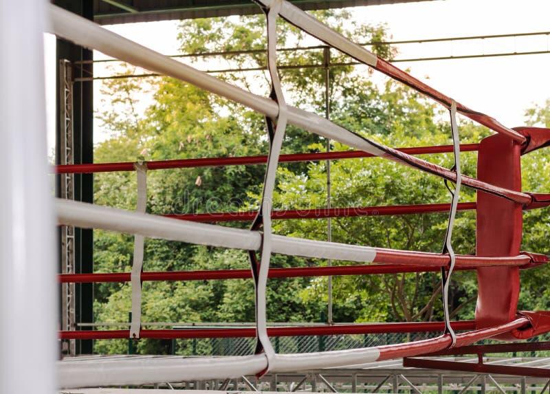 Bokserskiej areny koloru biel i czerwień fotografia stock
