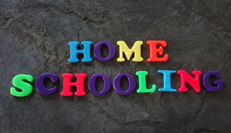 Bokstäver för hem- skolgång arkivbilder