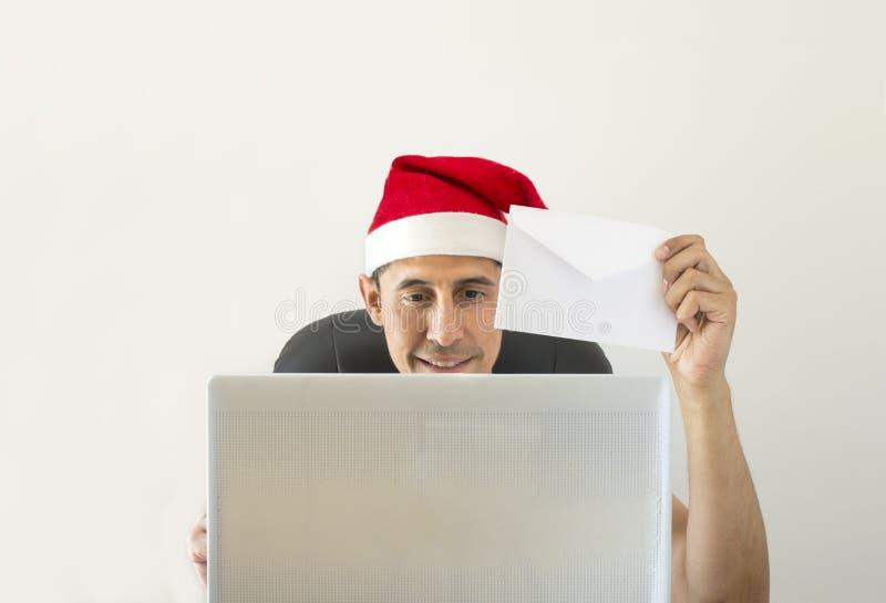 Bokstav som direktanslutet gratulerar jul arkivbilder