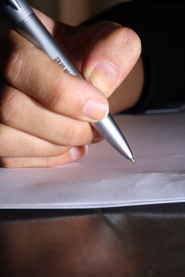bokstaven skriver arkivfoto