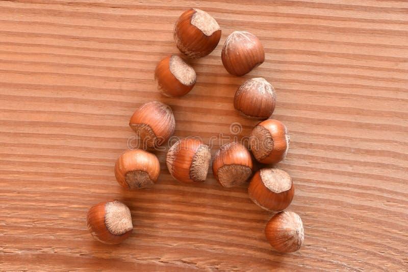 Bokstaven A som göras med hasselnötter arkivfoto