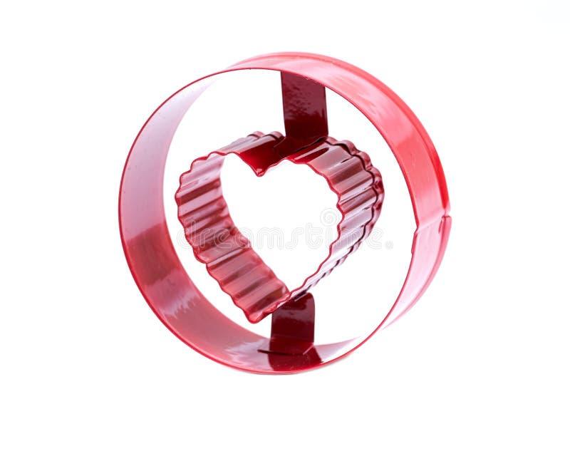 Bokstavsnollan med former för hjärtakakakakan som klipper göra DIY-form, bearbetar kakan, formkexet, mat som isoleras på vit fotografering för bildbyråer