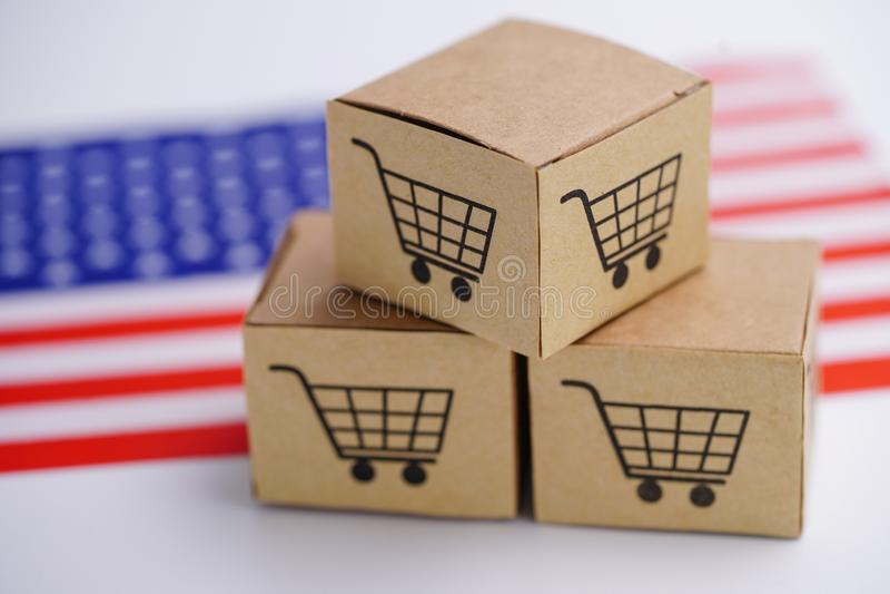Boksuje z wózka na zakupy logo i Zlanym stanem Ameryka usa flaga: Importuje Eksportowego zakupy lub eCommerce online obrazy royalty free