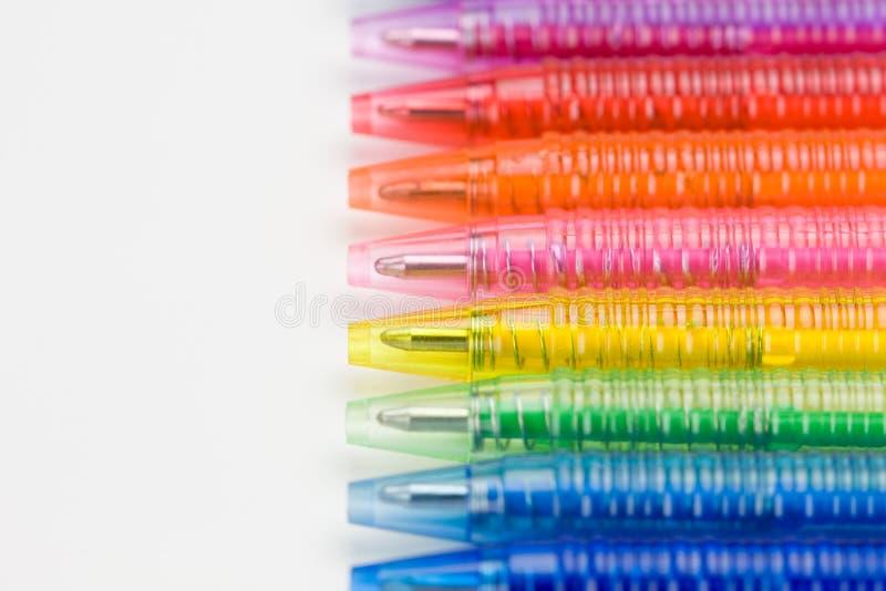 Bolígrafo en ocho colores fotografía de archivo