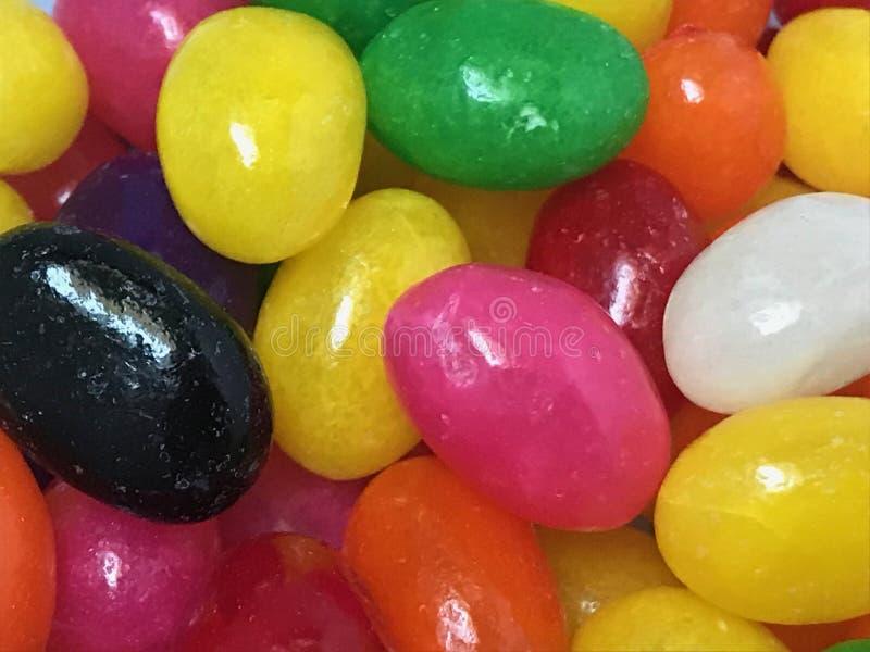 Bol de bonbons mous colorés photos libres de droits