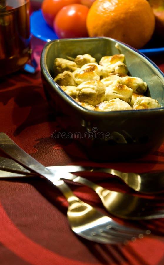 Bol de champignons de couche cuits photos libres de droits