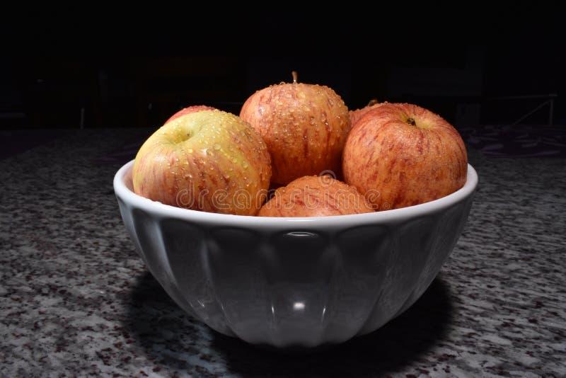 Bol de pommes de gala photos libres de droits
