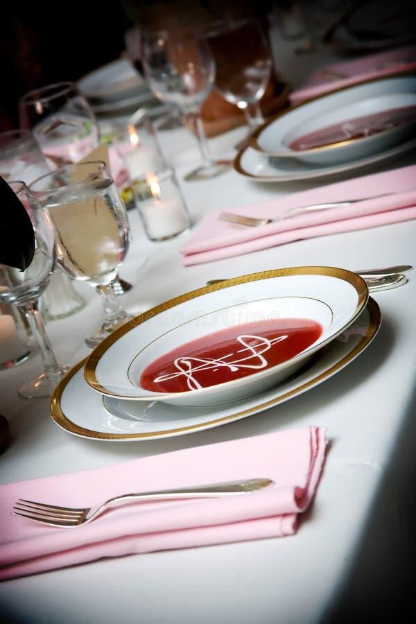 Bol de potage à un événement de mariage photos stock