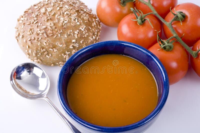 Bol de potage de tomate images libres de droits