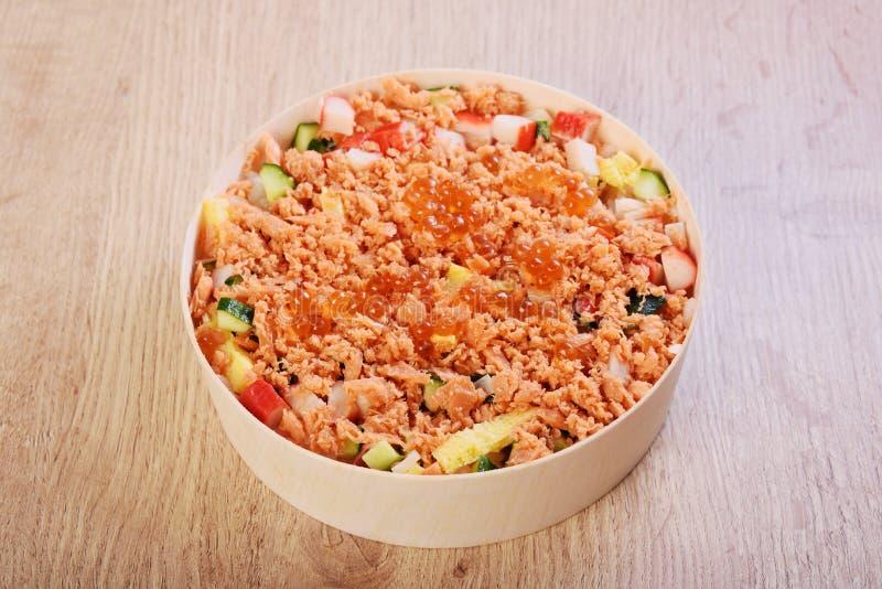 Bol de sushi de Chirashi images libres de droits