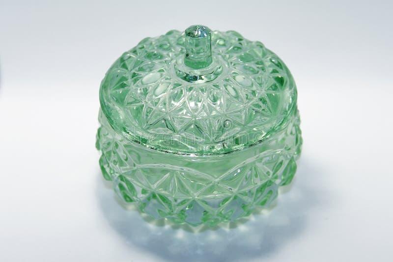 Bol de vidrio verde muy viejo imagen de archivo