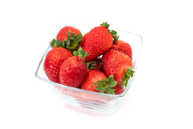Bol en verre de fraises image libre de droits