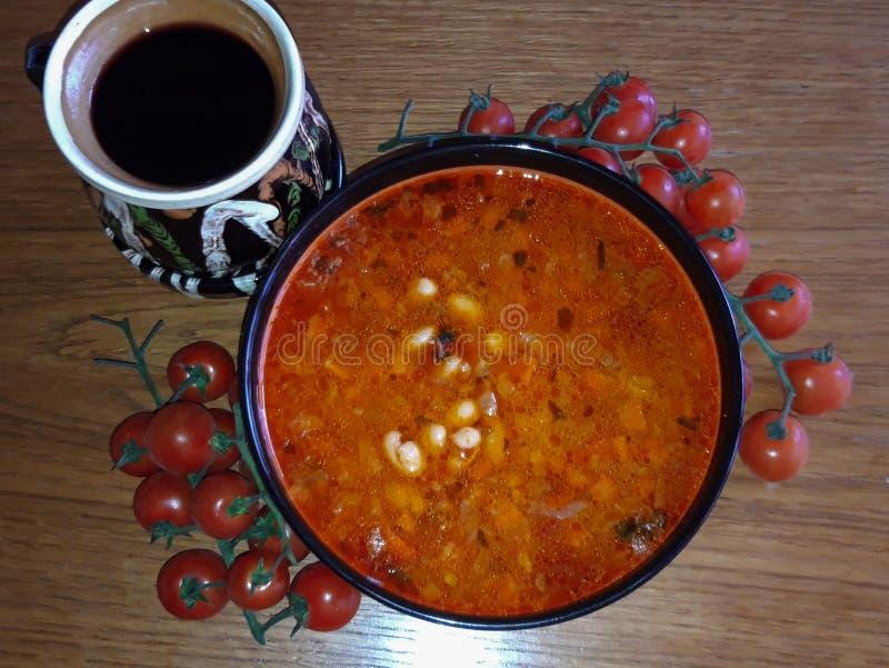 Bol roumain traditionnel de haricot de nourriture photo libre de droits