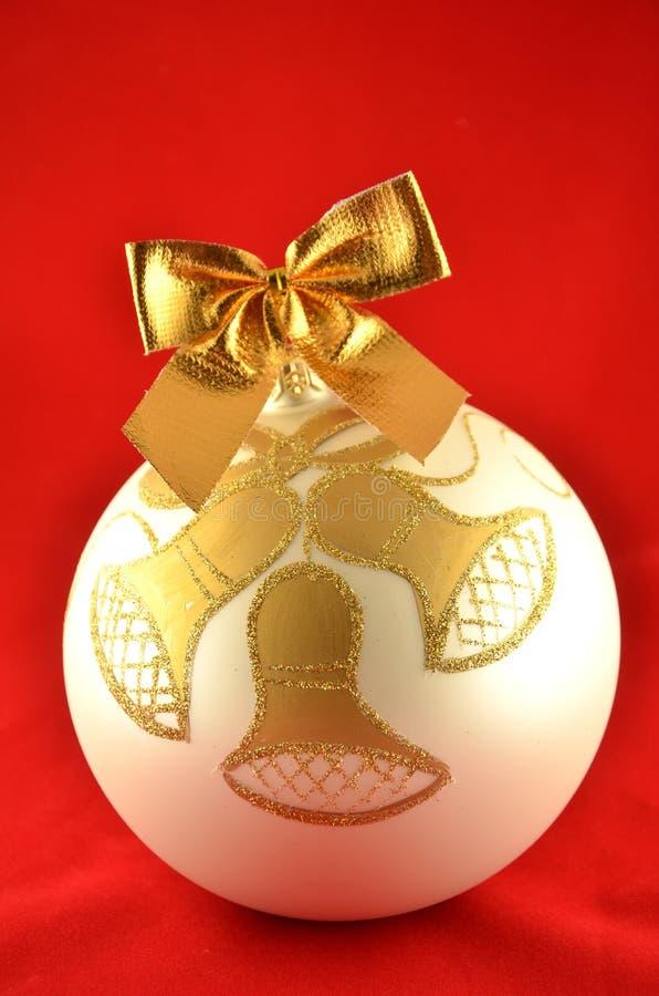 Bola adornada de la Navidad fotografía de archivo libre de regalías