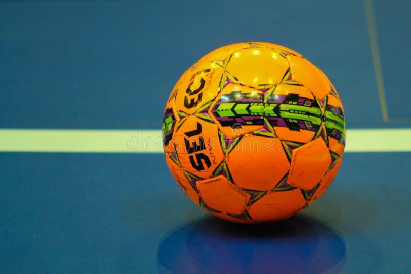 Bola alaranjada para futsal imagem de stock royalty free