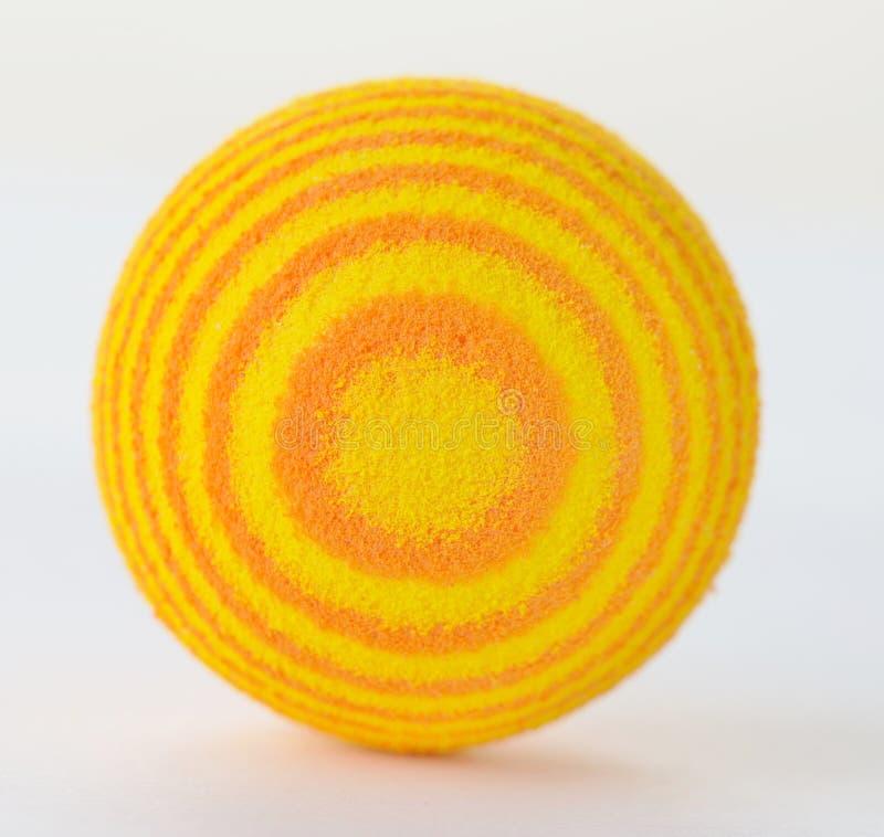 Download Bola Amarilla Brillante De La Espuma Aislada Contra Un Fondo Blanco Imagen de archivo - Imagen de redondo, aislado: 42432465
