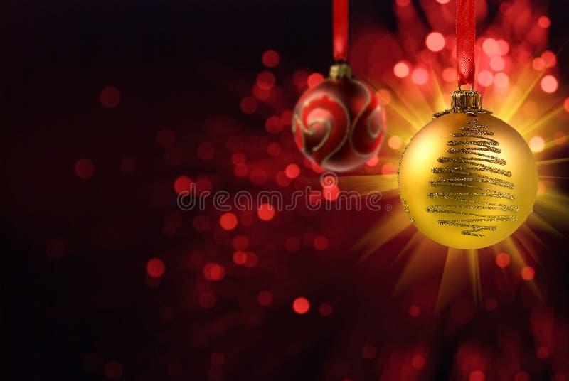 Bola amarilla de la Navidad ilustración del vector