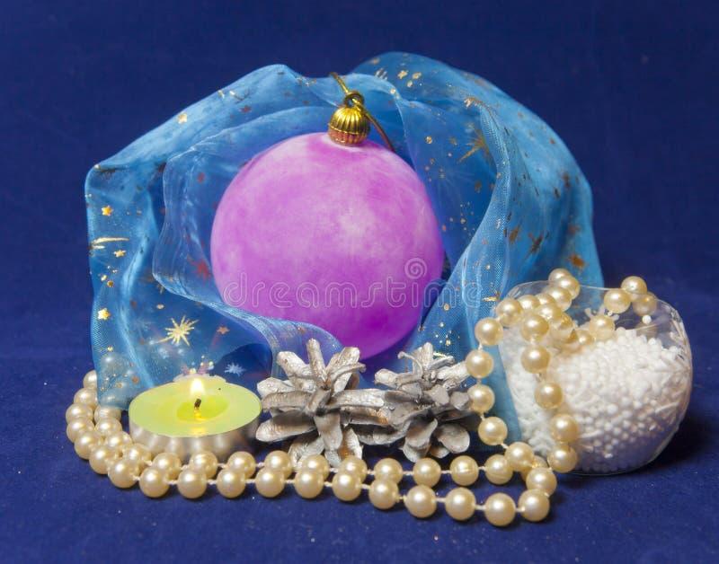 Bola aterciopelada rosada del ` s del Año Nuevo imágenes de archivo libres de regalías