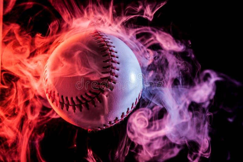 Bola blanca del béisbol imagen de archivo