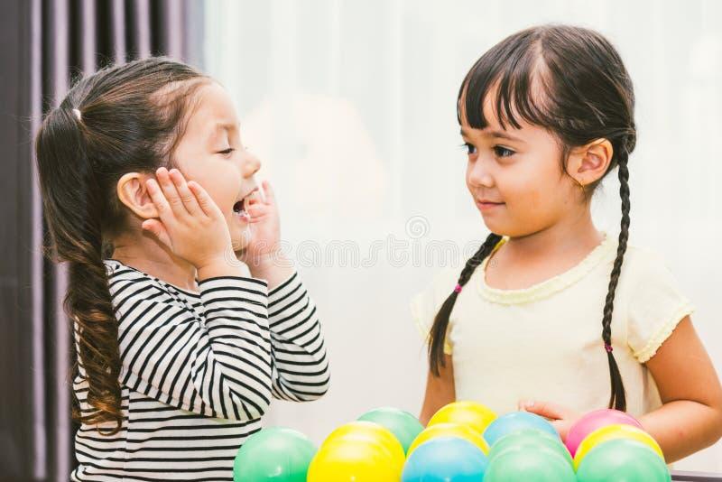 Bola bonita do jogo do jardim de infância do bebê imagem de stock royalty free