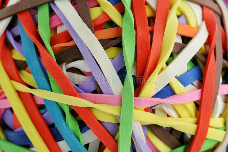 Bola coloreada del rubberband macra fotografía de archivo