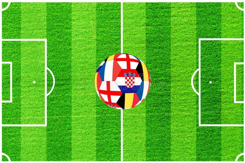 A bola das bandeiras de Inglaterra, de Bélgica, de França e de Croácia no fundo de um campo de futebol ilustração do vetor