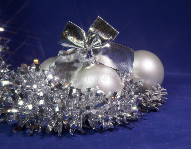 Bola de cristal nacarada blanca del Año Nuevo fotografía de archivo