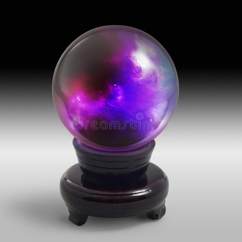 Bola de cristal no suporte na parte traseira da luz fotografia de stock royalty free