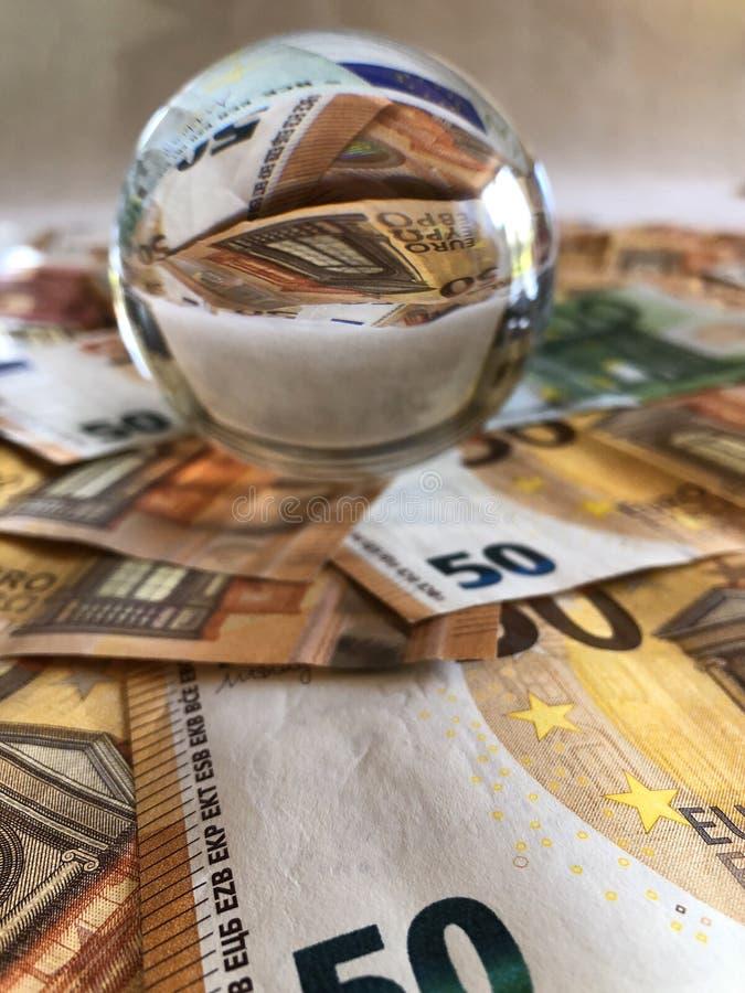 Bola de cristal y billetes de banco euro de la denominación grande fotografía de archivo libre de regalías