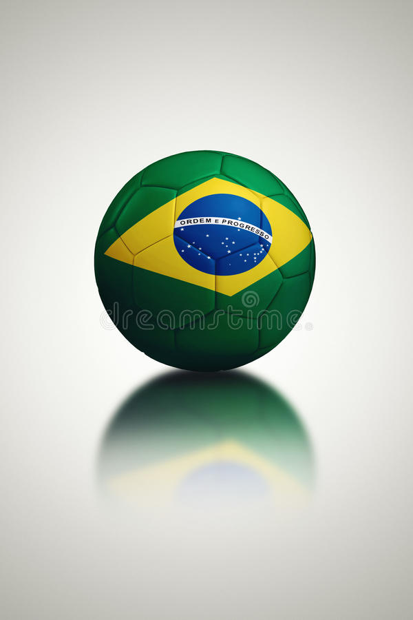 Bola de futebol com bandeira de Brasil ilustração stock