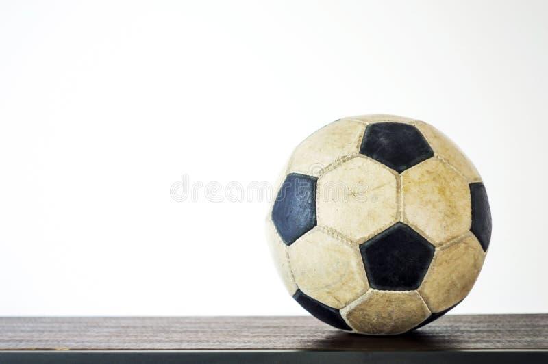 Bola de futebol de couro velha fotografia de stock