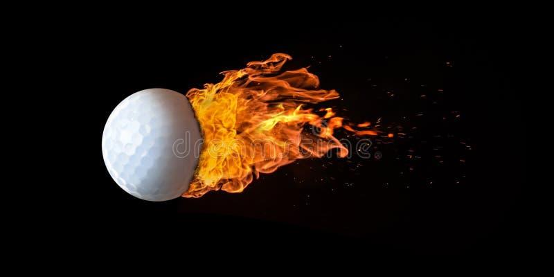 Bola de golfe do voo tragada nas chamas imagem de stock royalty free