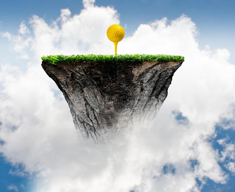 Bola de golfe no T fotografia de stock