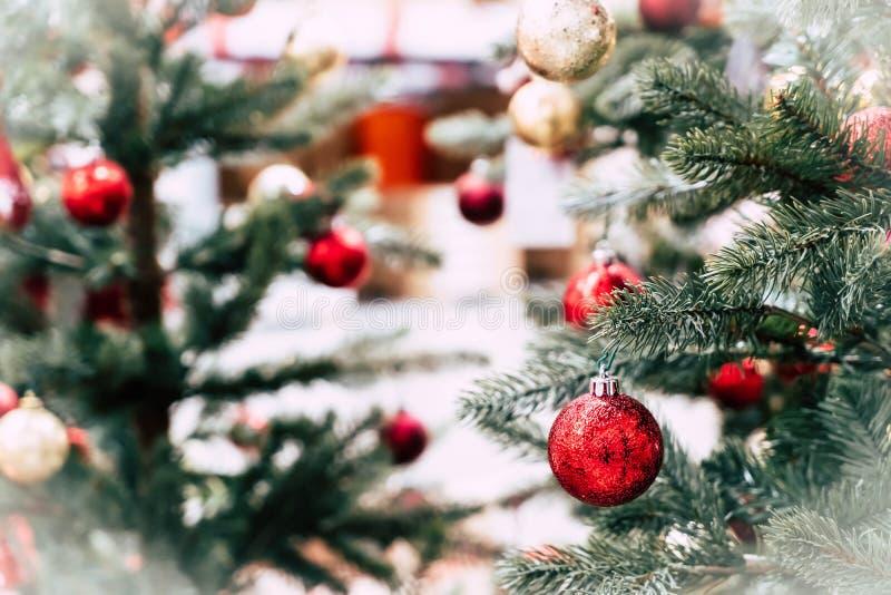 Bola de la decoración de la Navidad fotos de archivo