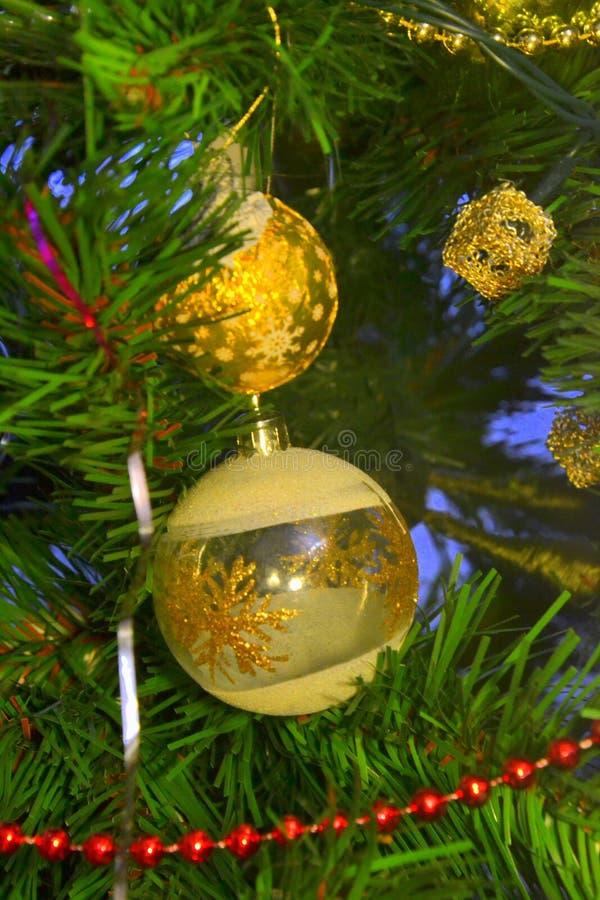 Download Bola De La Navidad De Tres Vectores Imagen de archivo - Imagen de fondo, pino: 100527431