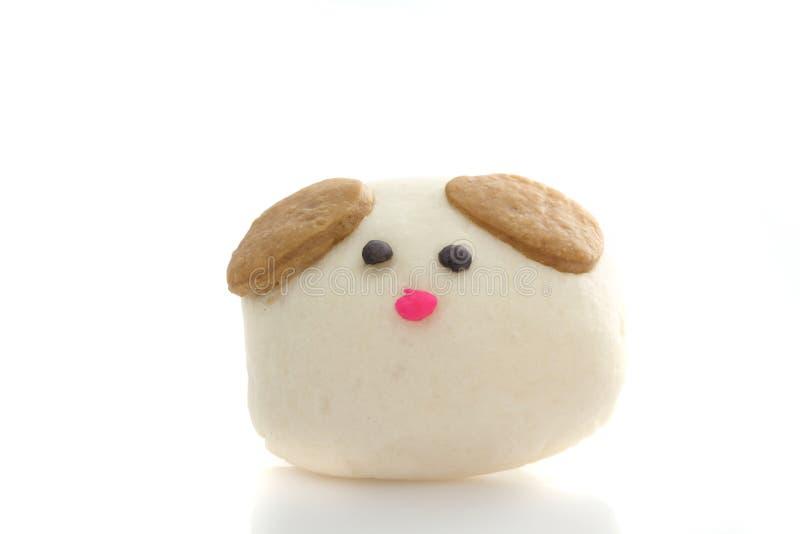 Bola de masa hervida tratada con vapor perro en el fondo blanco imagen de archivo libre de regalías