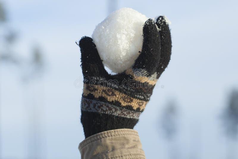 Bola de nieve a disposición imagen de archivo
