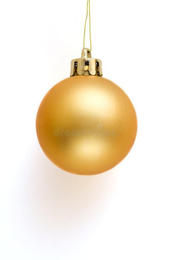 Bola de oro de la Navidad fotos de archivo libres de regalías