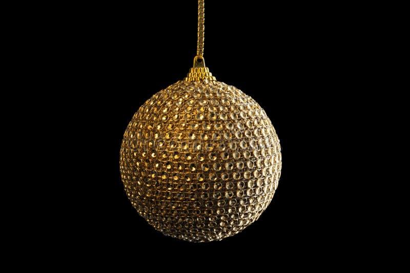 Bola de oro de la Navidad, aislada en negro imágenes de archivo libres de regalías