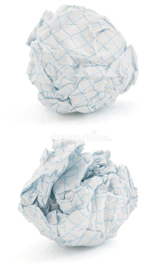 Bola de papel arrugada en blanco imagen de archivo libre de regalías