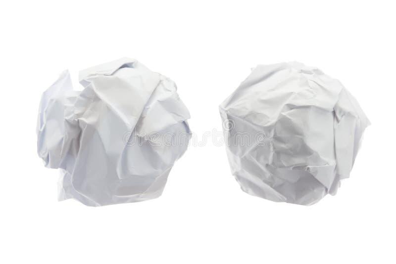 Bola de papel arrugada encendido aislada en el fondo blanco imagenes de archivo