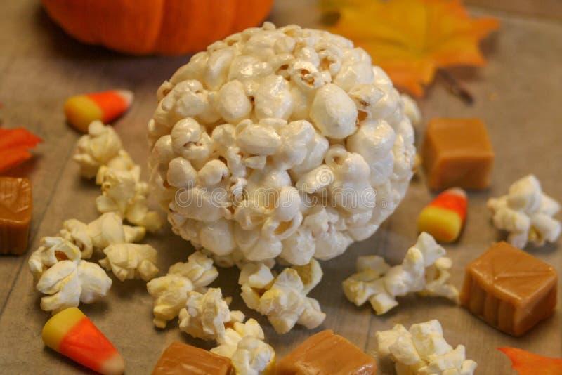 Bola de pipoca do outono imagem de stock