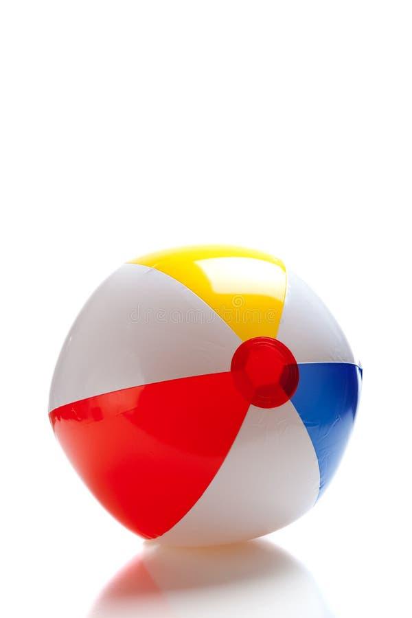 Bola de playa multicolora foto de archivo libre de regalías