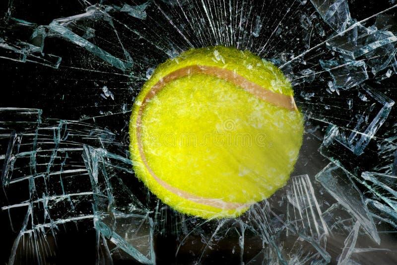 Bola de tênis através do vidro imagem de stock royalty free
